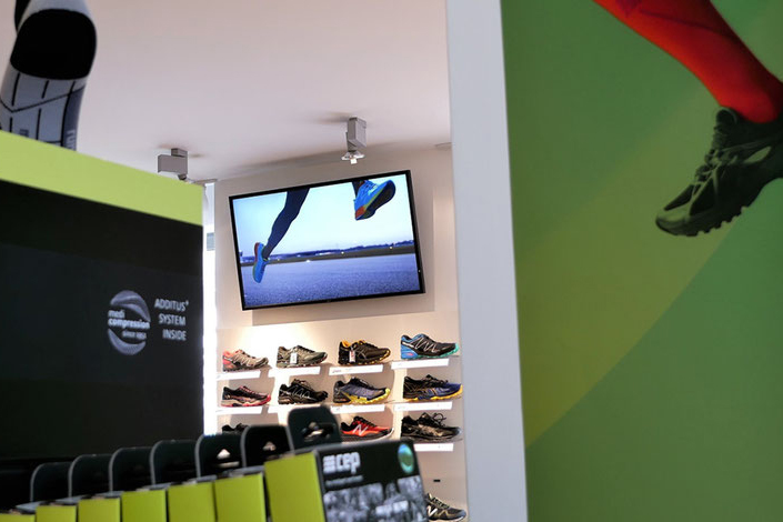Digital Signage Screen bei Running Shop
