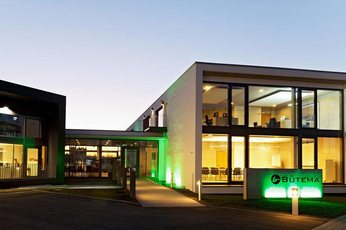 Außenansicht des Bütema AG Unternehmenssitzes/Gebäude von vorne