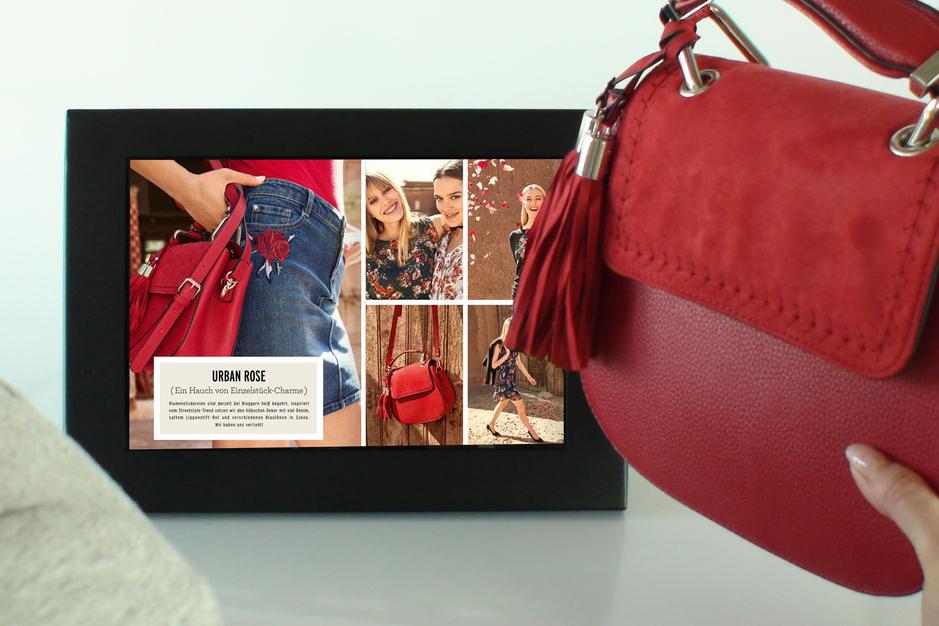 Darstellung Lift & Learn: beim Anheben eines Produkts wird ein Video auf einem Bildschirm ausgespielt