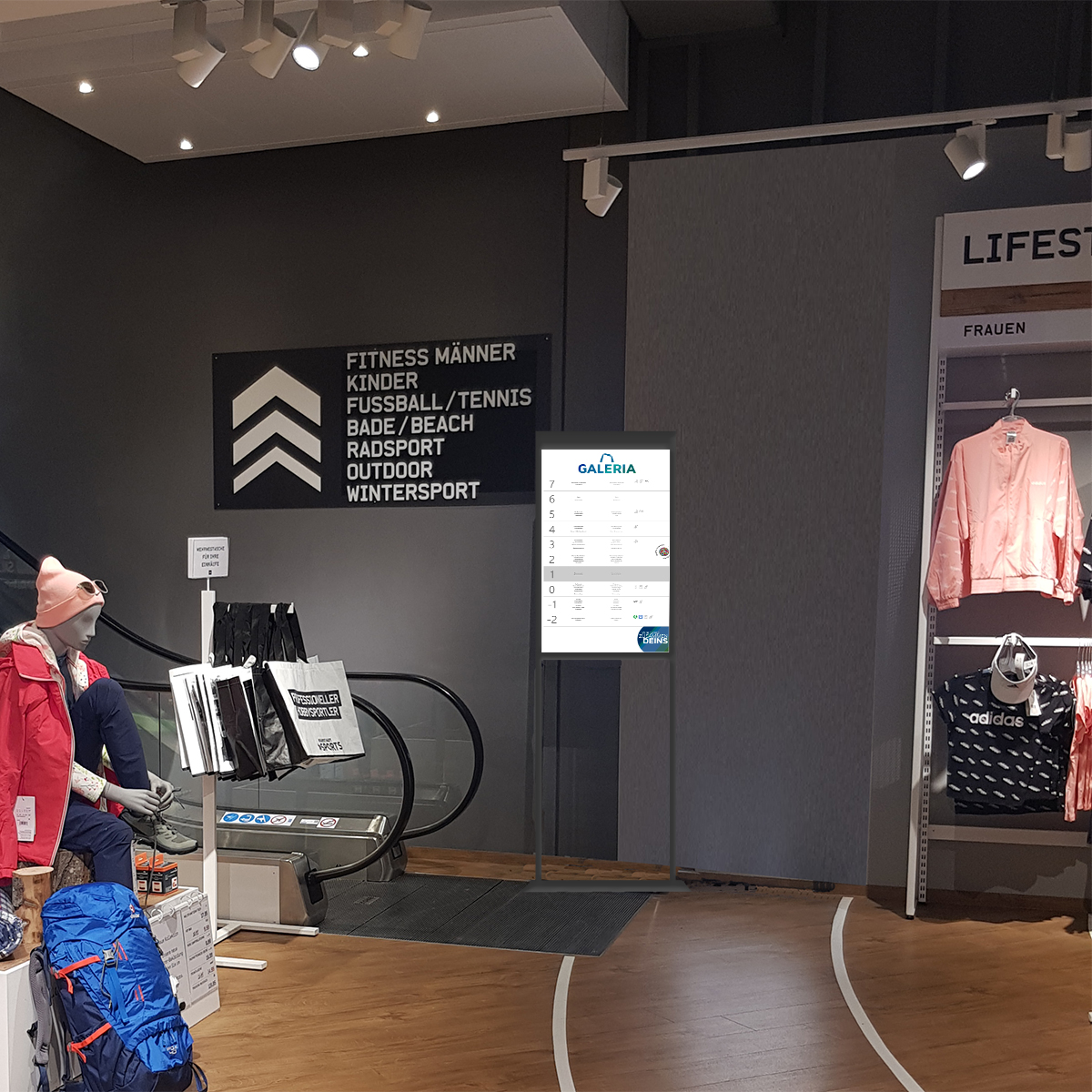 Digitaler Wegweiser bei Galeria Karstadt Kaufhof