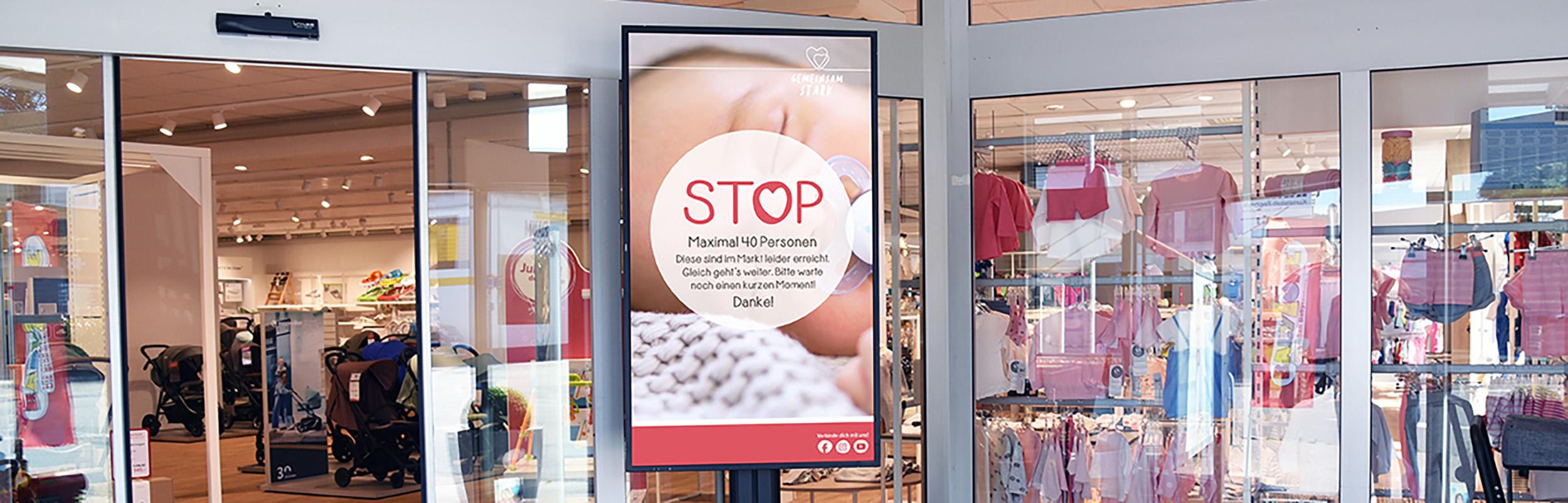 Digital Signage mit Einlasskontrolle bei BabyOne