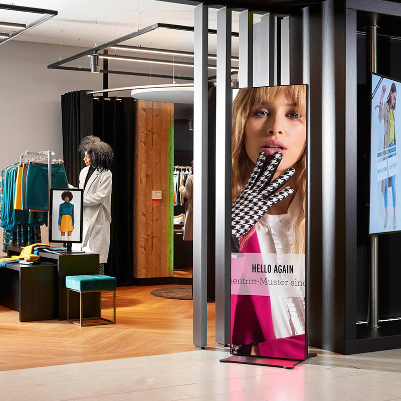Digital Signage LED Poster im Showroom München
